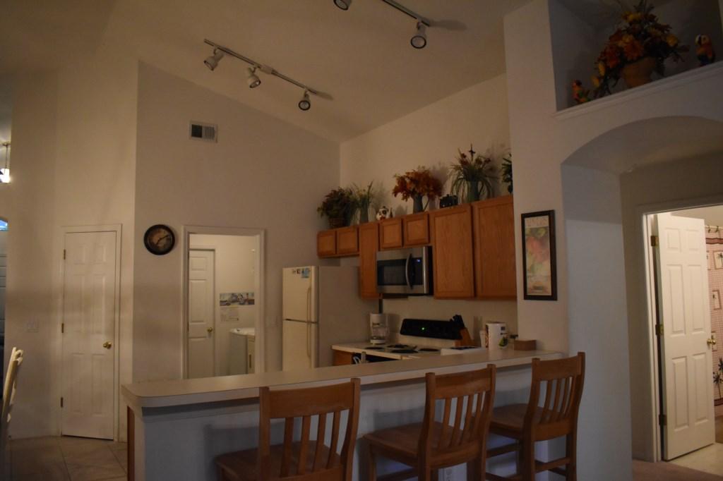 Kitchen area - Breakfast bar