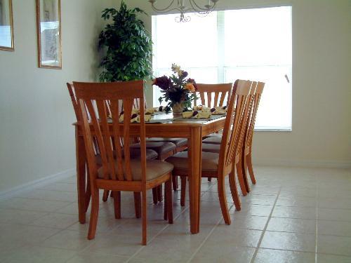 Bright & spacious dining area