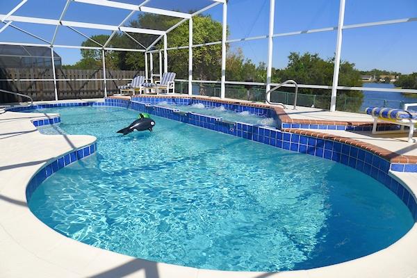 Huge Pool & Spa