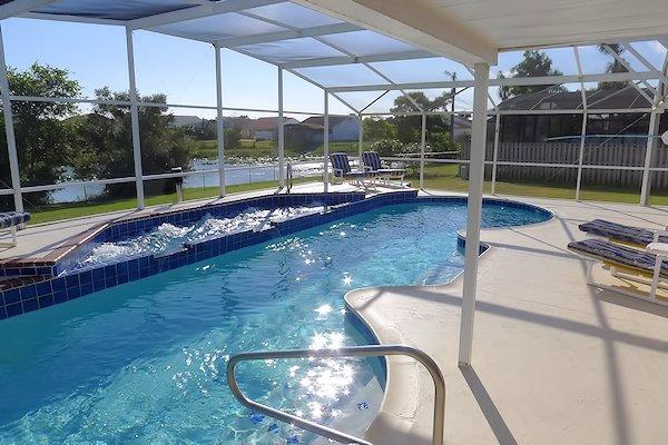 40ft Lakeside Pool