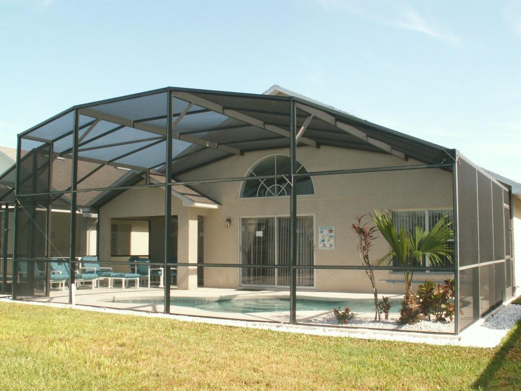 Full width pool area/Full Sun