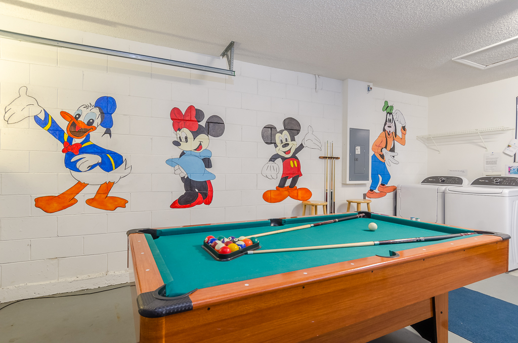 Play Pool with Mickey!