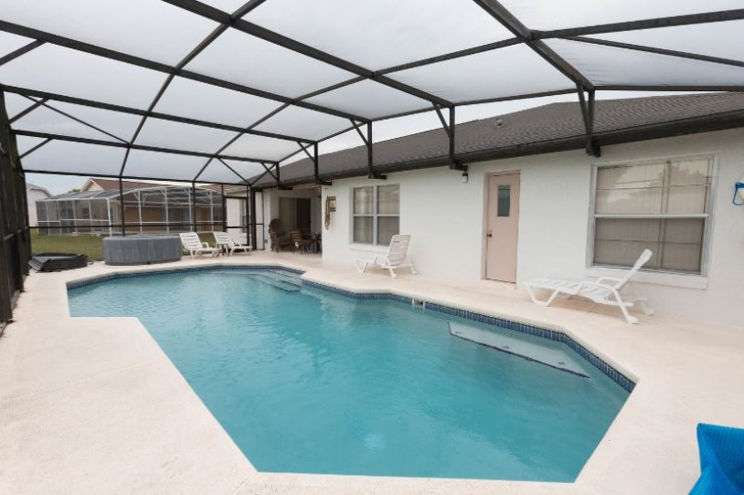 South Facing Pool and Jacuzzi