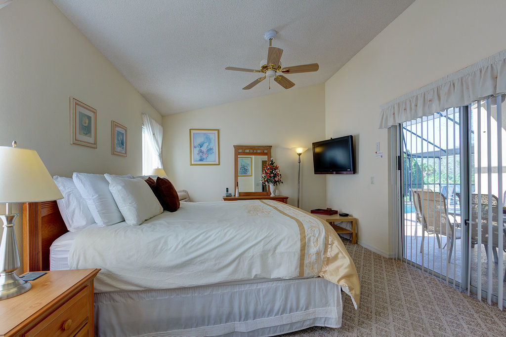 King Master Bedroom with large