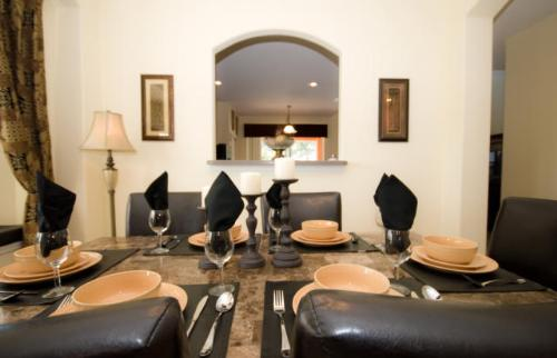 Dining area with hatch