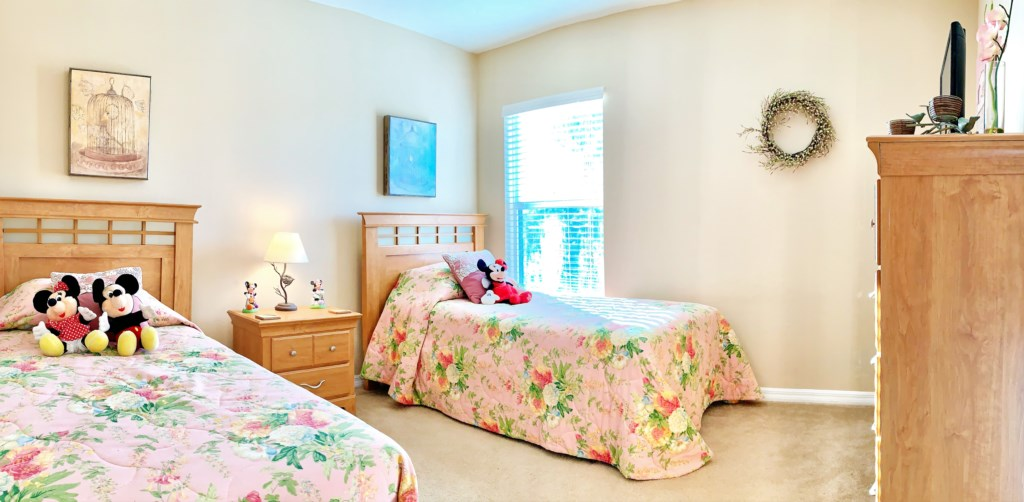 Pink twin room