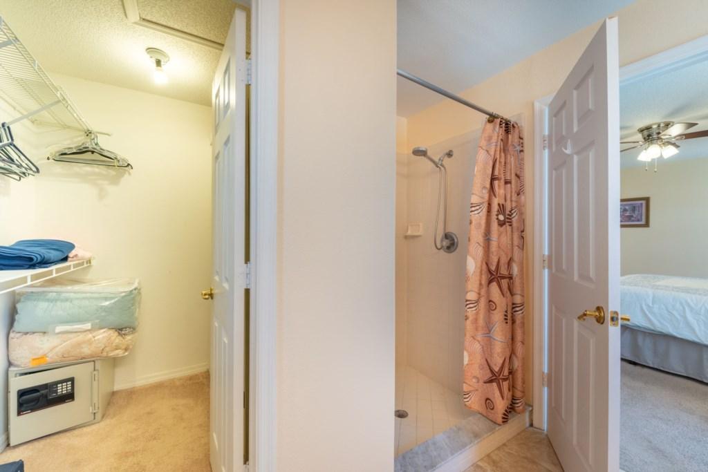En-Suite Shower & Walk-in Clos