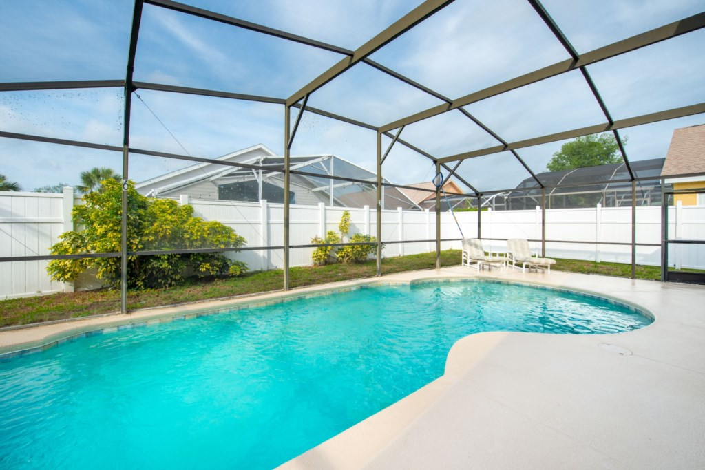 Fully Screened Pool with Pool
