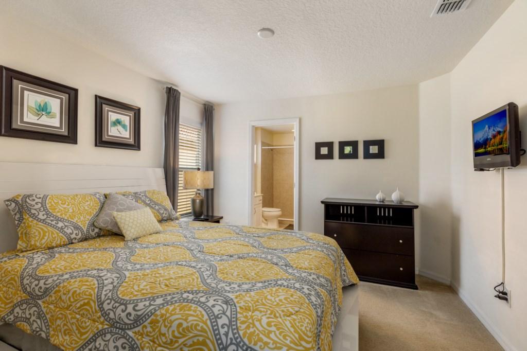 Queen En-Suite Bedroom