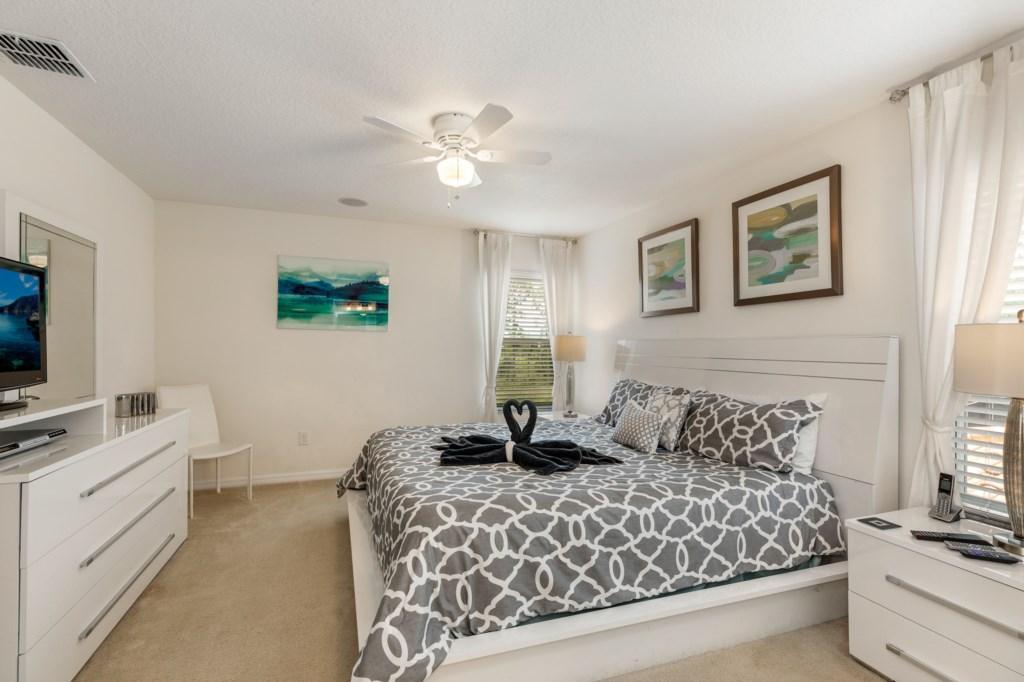 King Master En-Suite Bedroom 1