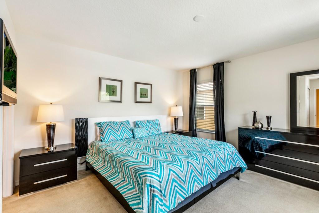 King Master En-Suite Bedroom 3