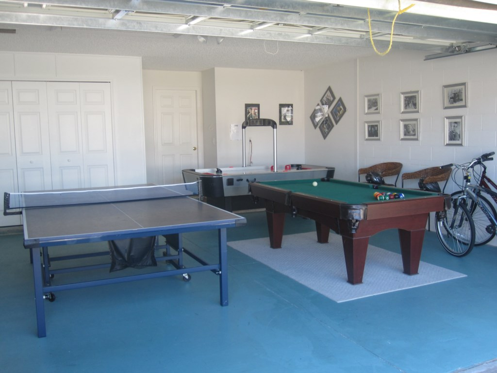 Superb games room ...pool, tab